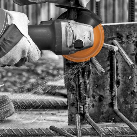 Diamond Blade Cutting Steel Bar
