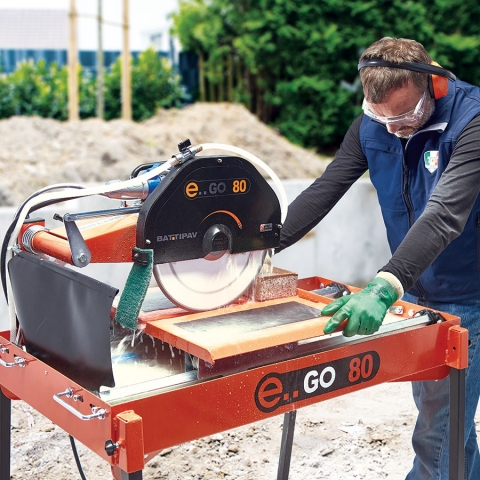 Battipav E..GO 80 Masonry Bench Saw Cutting